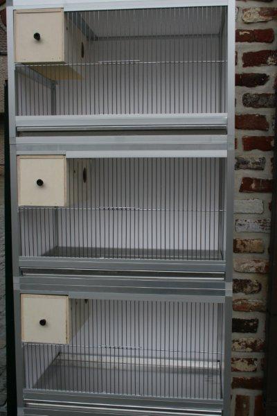 kooi in brut alu B 64 X H 40,7 X D40cm met inschuifblok en aluminium lade