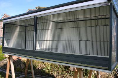 buitenkooi B210 x D60 x H68cm in antraciet aluminium met polycarbonaat dak en acp wanden