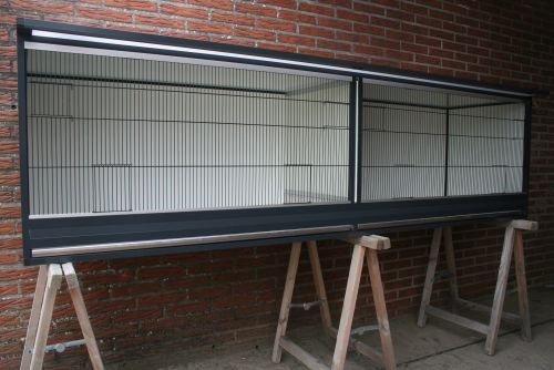 buitenkooi B248 x D60 x H68cm in antraciet aluminium met polycarbonaat dak en acp wanden
