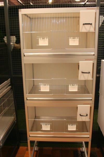blok van 3 aparte kooien b64xd40x40,2cm in brut extra met nestblok voor exoten en onderstel