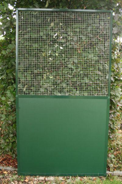 paneel groen alu met  onderaan vast paneel trespa en bovenaan verzinkte draad 19 x 19 x1,45mm