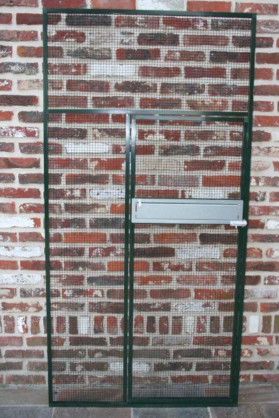 deurpaneel in groen alu en zwarte draad 12,7 x 12,7 met ingebouwde voederplateau