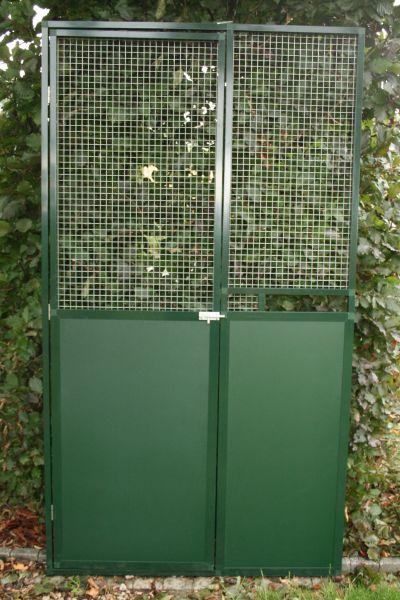 deurpaneel 102x200cm in groen alu met  groene trespa 3 mm ,bovenaan draad  en nis voor voederplateau