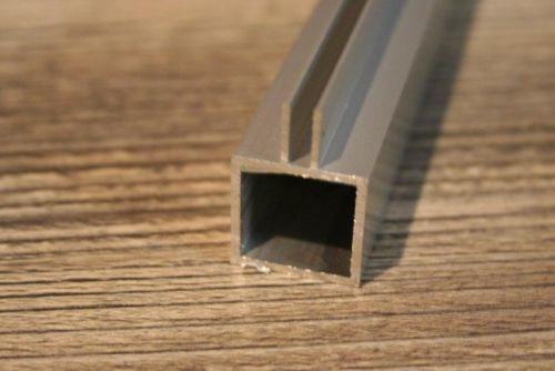 profiel 20 x 20 x 1,5mm met flens 3mm centraal