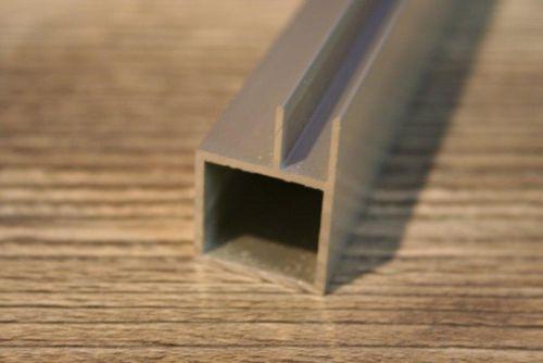 Nieuw profiel 20 x 20 x 1,5mm met flens 6mm  (speciaal voor fronten in te plaatsen)