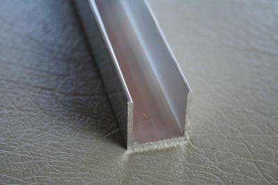 U profielen brut aluminium 2 mm dikte
